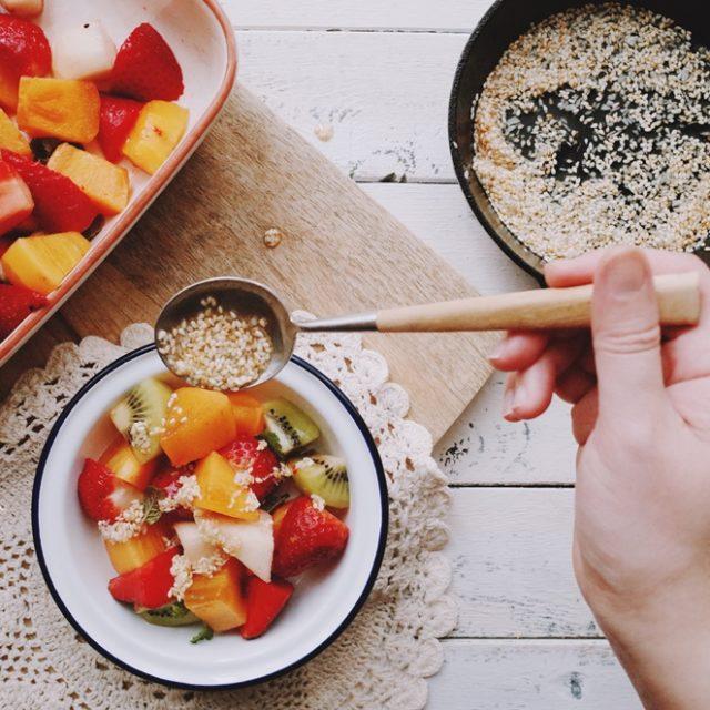 。試作。《傑米奧利佛15分鐘上菜》芝麻蜂蜜水果沙拉