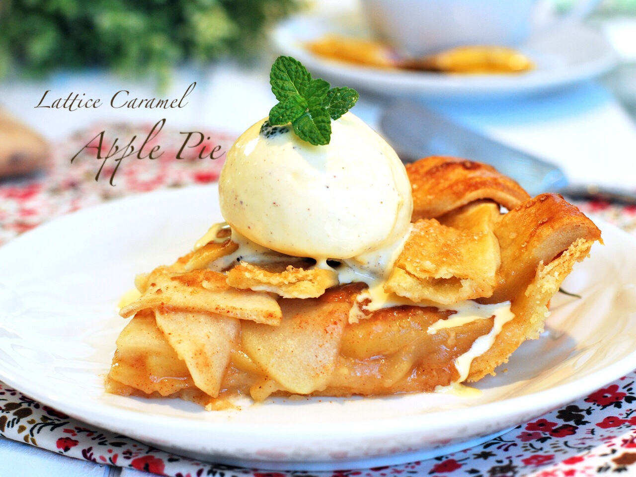 Lattice caramel apple pie