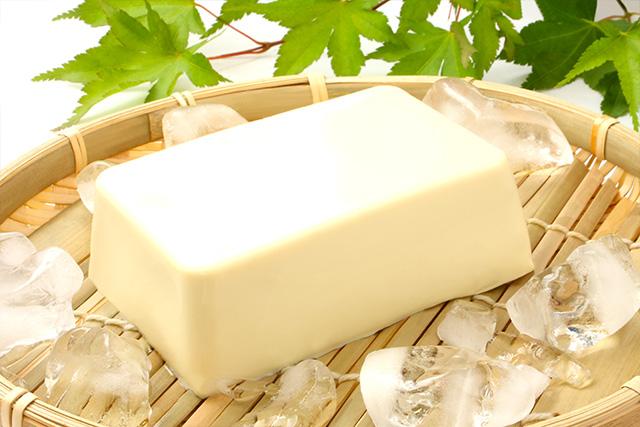 只要多這個步驟,就能把盒裝嫩豆腐超完美取出!日本廚房實用小技巧分享