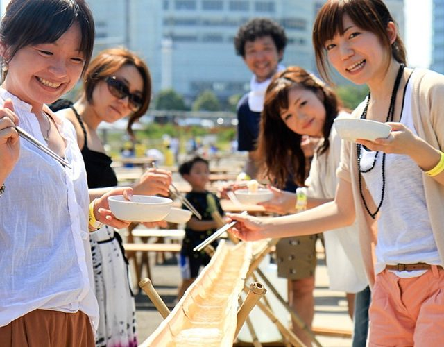 炎炎夏日,一起吃清涼又好玩的流水麵吧!