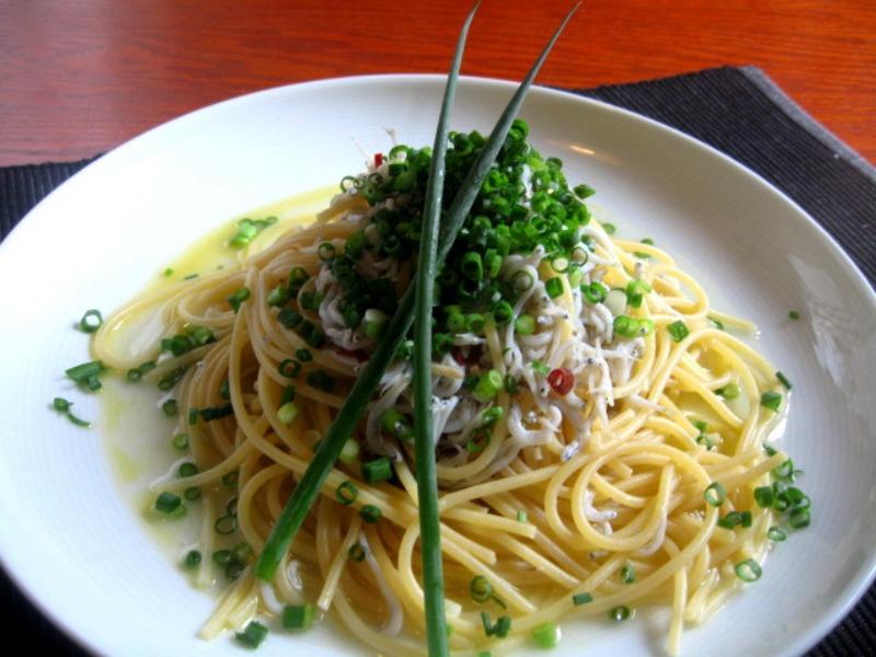 沒食慾時,日本媽媽常做給家人吃的【焦蔥義大利麵】簡單作法分享