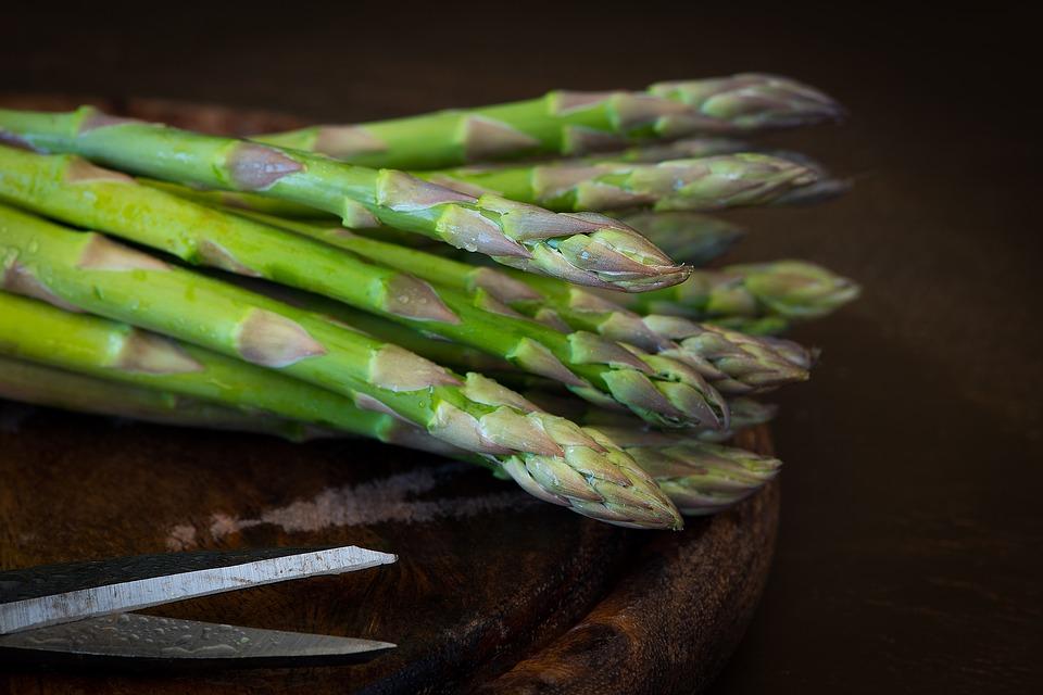 挑蘆筍就看這三部分,除了清炒還能怎麼料理?