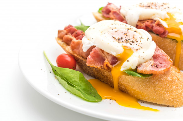 993367c5 egg benedict white background 1339 57693