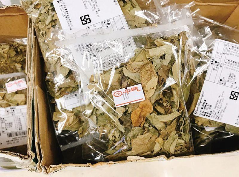華新街販售的乾燥咖哩葉。