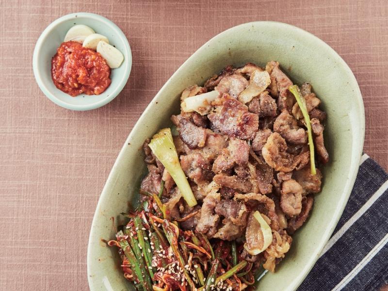 用醬料來醃肉,做出 Super Junior 利特風的「醬燒豬肉」