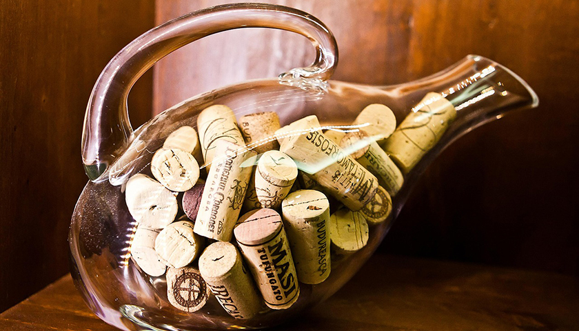 tutorial_justin_wine_cork_in_bottle01